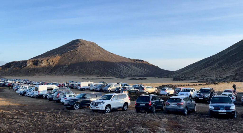 アイスランド 火山 駐車場